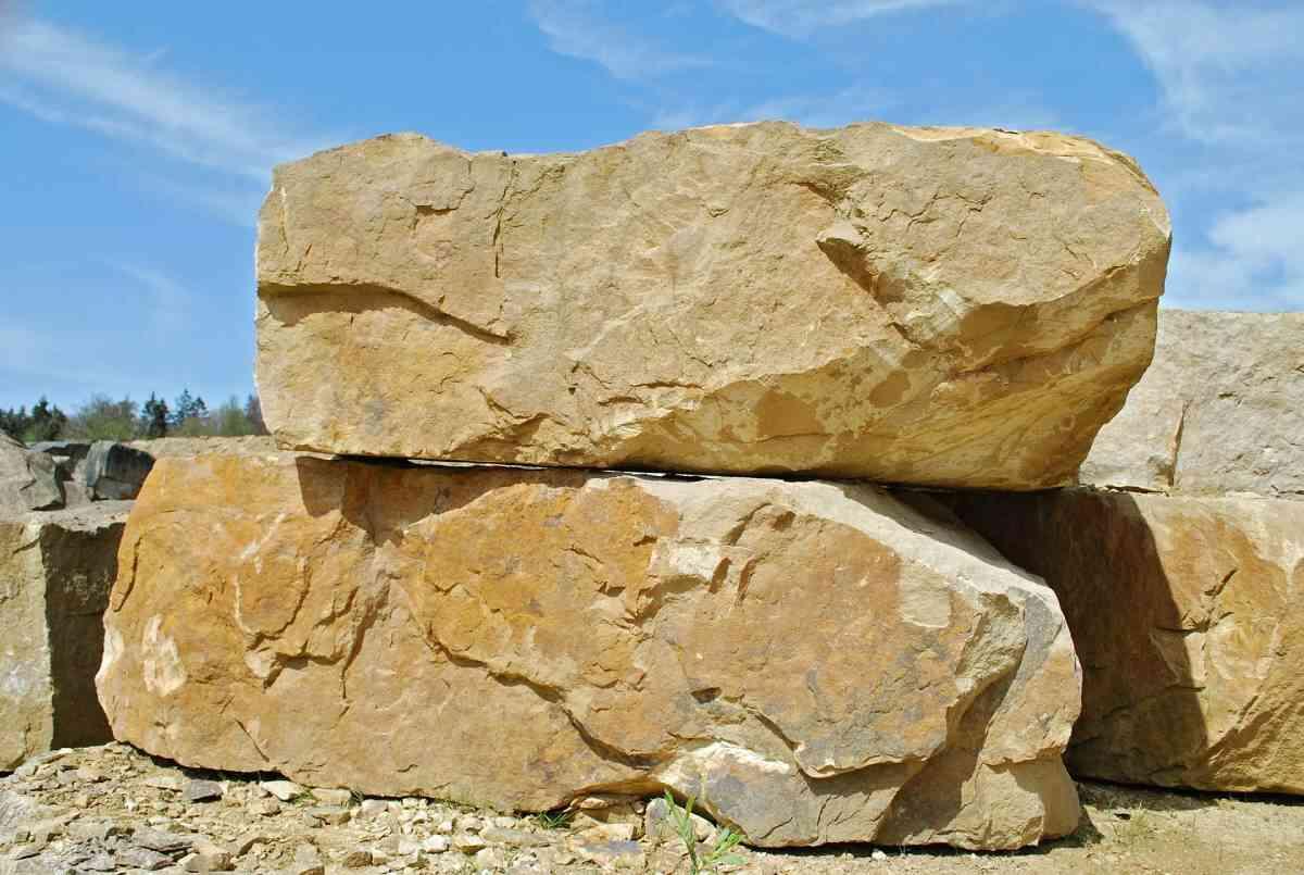 הקמת מסלעה כקיר תומך